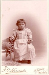 Antique photo of Fedora Pottle and her doll