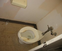 Toilet at Second Cup at Rideau and Dalhousie